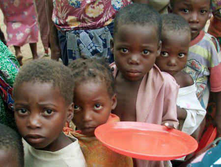 دعوت دفتر رهبری از مردم برای كمك به ملت قحطیزدهی سومالی